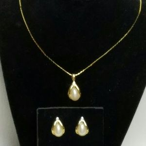 Avon Necklace & Earrings